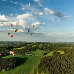 BAART - nebe plné balónů, author: Jiří Častka