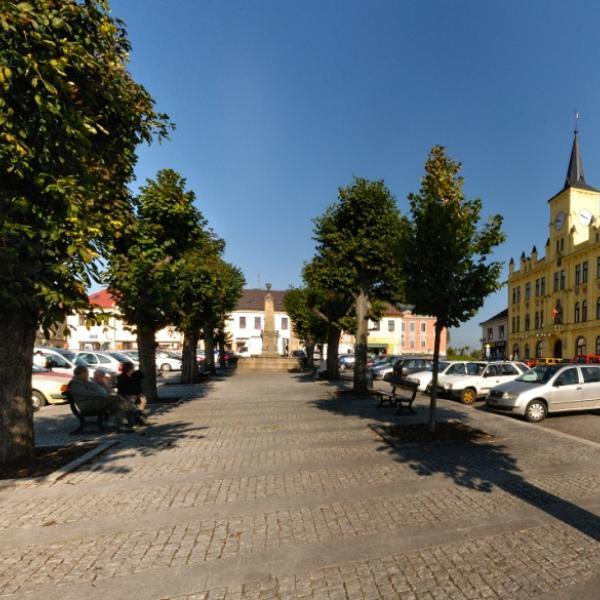 Lomnice nad Popelkou   Husovo náměstí