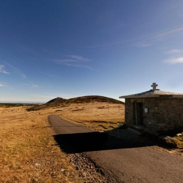 Památník obětem hor nad Luční boudou