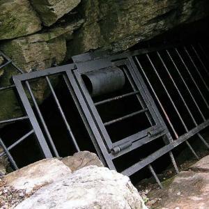 vchod do ledové jeskyně Naděje
