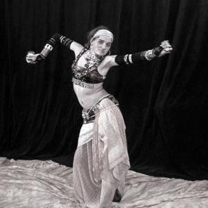 Tribal Fusion tanec a lekce Yogy
