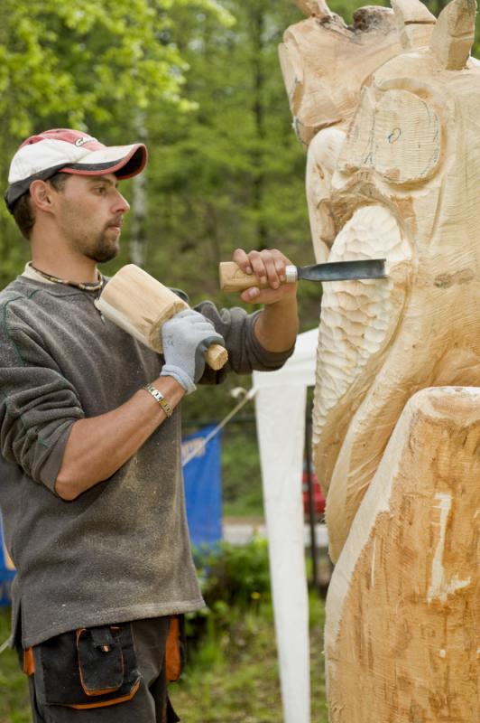 úprava dřeva dlátem