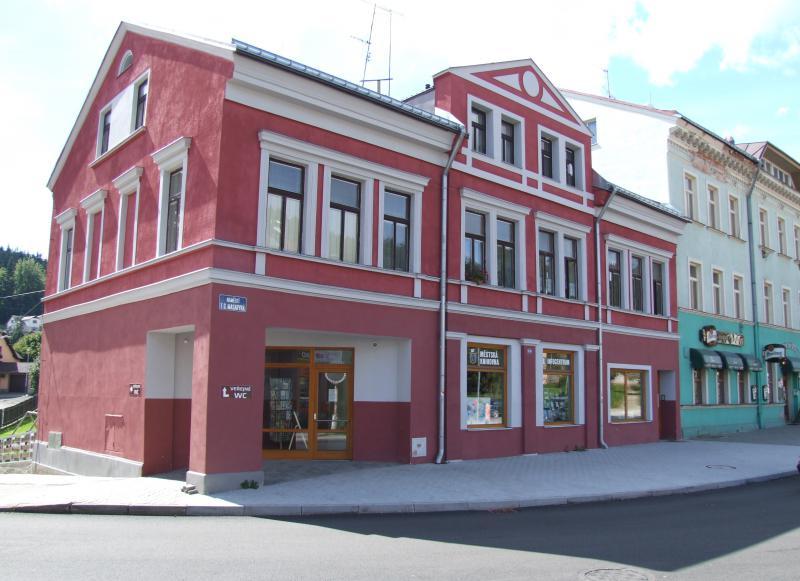Městská knihovna a infocentrum ve Smržovce