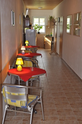 Penzion Luční - kuchyňka + stolky
