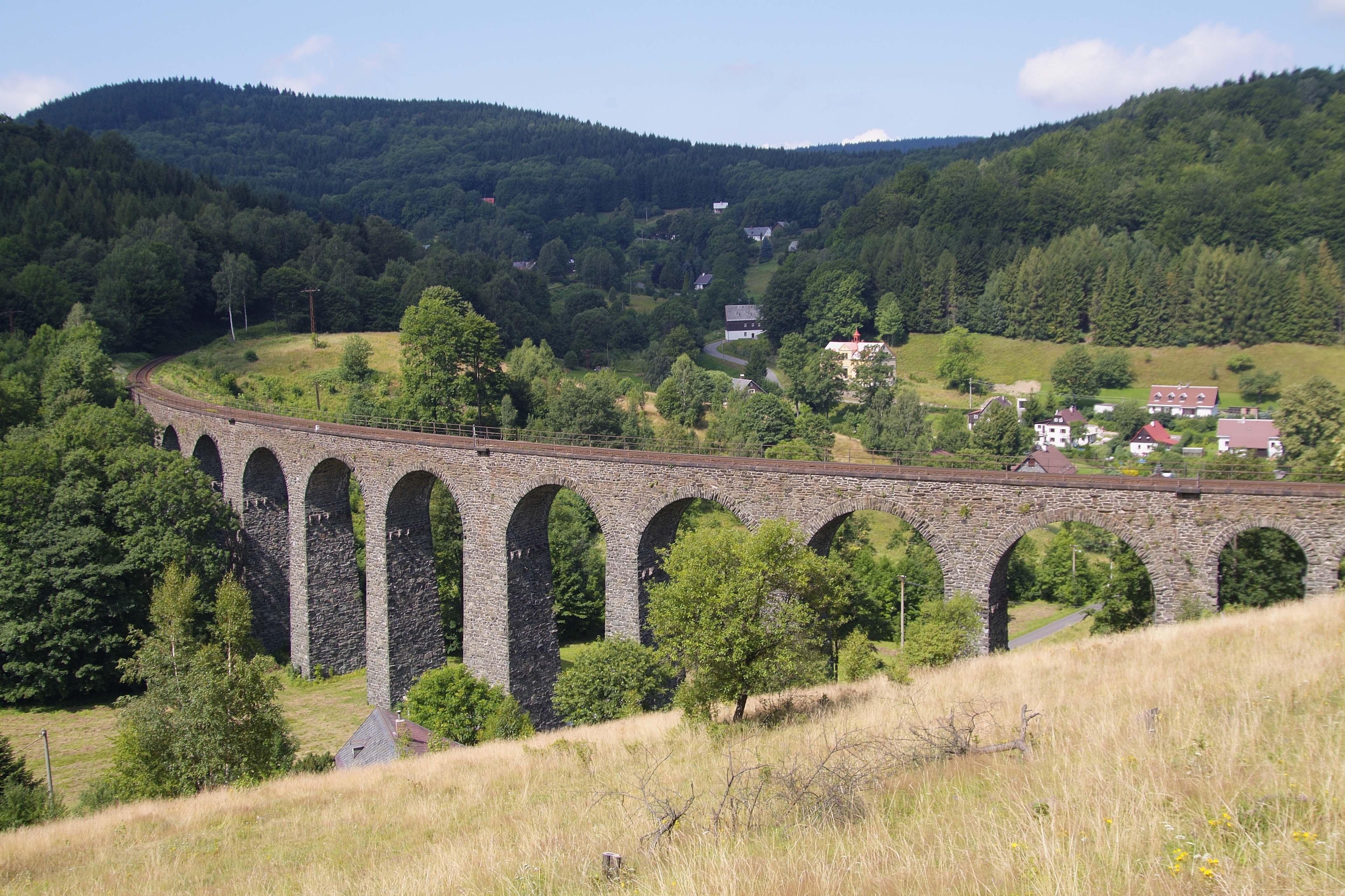 Viadukt v Novině
